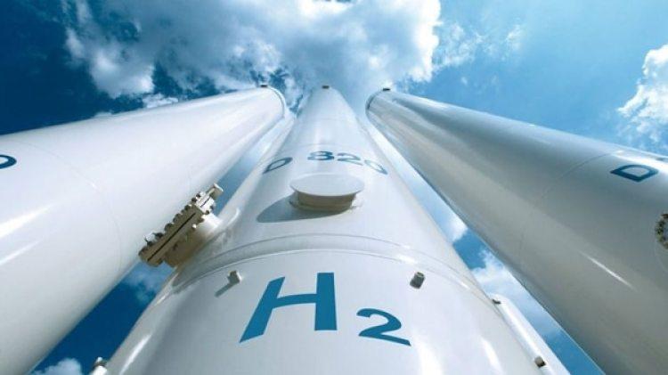 El hidrógeno es un gas que se puede utilizar para almacenar electricidad o como carburante para los vehículos eléctricos. Se produce a partir del gas natural, un combustible que emite CO2 aunque se puede obtener de forma mucho más ecológica por electrólisis del agua