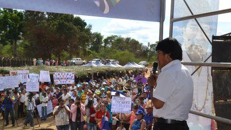 El presidente Evo Morales inaugura el puente Mapucho II, ubicado en San Joaquín capital de la provincia Mamoré.