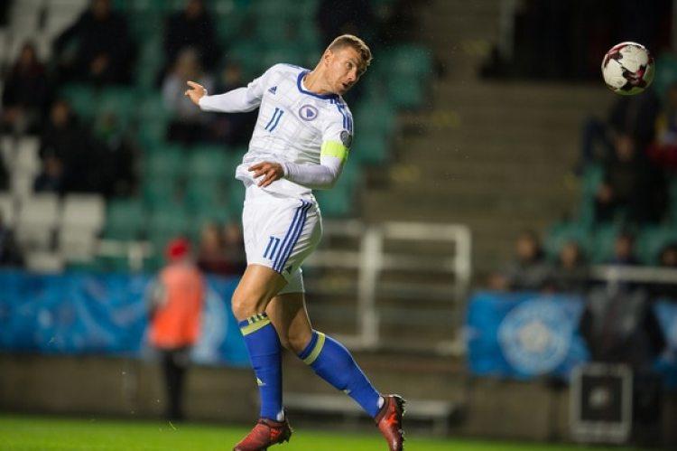 Edin Dzeko: Bosnia quedó tercera en su grupo y el atacante de la Roma quedó sin chances de ir a Rusia 2018 (AFP)