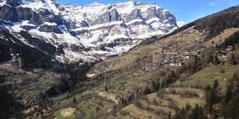 Video: Esta idílica aldea suiza pagará hasta 70.000 dólares a las familias que deseen vivir allí