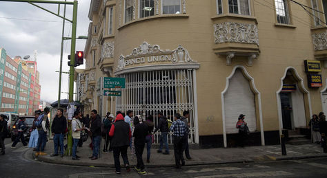 Frontis del edificio central del Banco Unión en la calle Loayza de La Paz