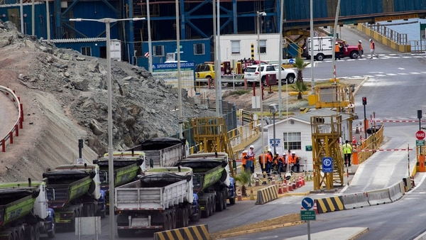 Minera Escondida se va a paro ante despido de trabajadores