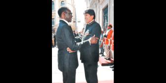 Cuestionan condecoración de Evo a autócrata de Guinea Ecuatorial, acusado de corrupción y torturas