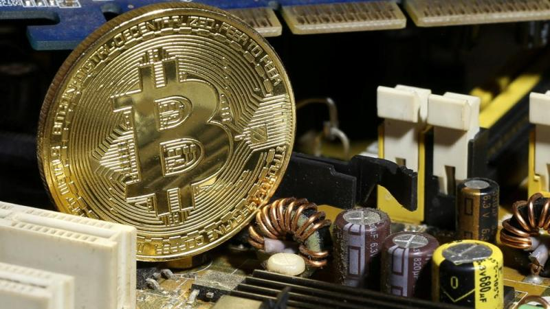 El bitcoin, de récord en récord, supera los 15.000 dólares