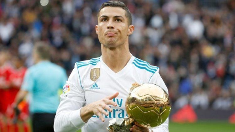 Cristiano Ronaldo expuso todos sus Balones de Oro ante el Santiago Bernabéu (Reuters)