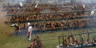 Uruguay logra récord Guiness por el asado con cuero más grande el mundo