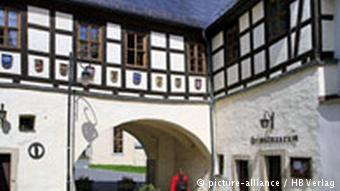 Deutschland Vogtland Freiberg Freiberger Tor mit Perlmuttmuseum in Adorf (picture-alliance / HB Verlag)