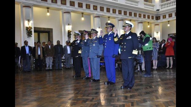 Morales posesiona a nuevo comandante en Jefe de las FFAA