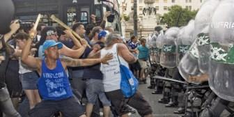 Enfrentamientos por la reforma de las jubilaciones de Argentina (fotos,videos)