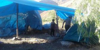 Familias levantan carpas para asentarse en el Parque Tunari