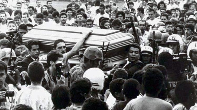 El funeral de Pablo Escobar en 1993