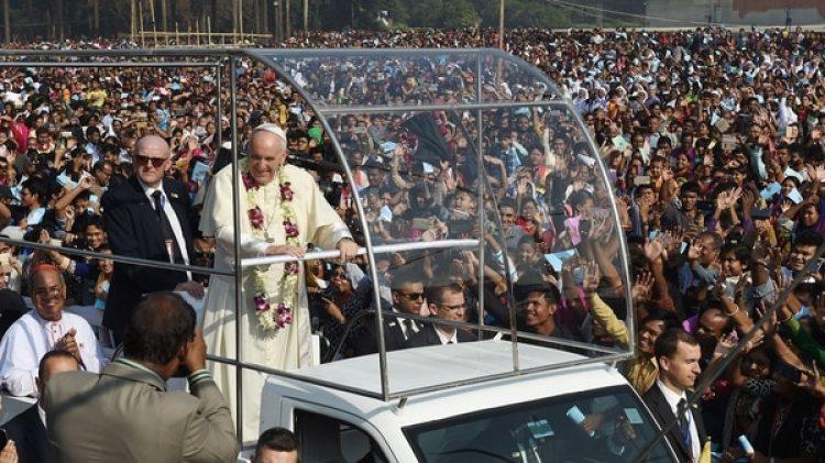 El vaticano no celebra los cumpleaños, pero aún así el pontífice recibió numerosos saludos (AFP)