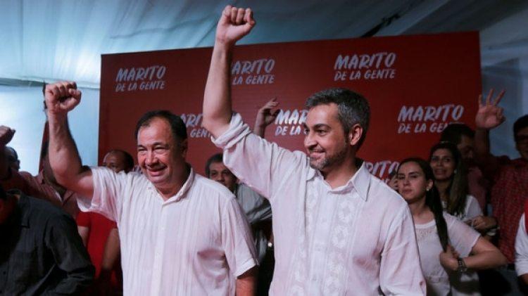 El pre candidato presidencial del Partido Colorado Mario Abdo Benitez celebra con los militantes en Asunción, Paraguay (Reuters)