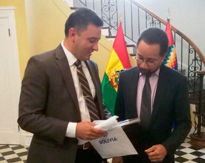 BRUCE WILLIAMSON, (DERECHA) NUEVO ENCARGADO DE NEGOCIOS DE LA EMBAJADA DE ESTADOS UNIDOS EN BOLIVIA.