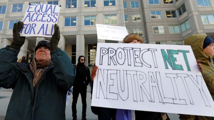 Internet será un carril lento para todo el mundo ydistintos carriles rápidos pagos. (Reuters)