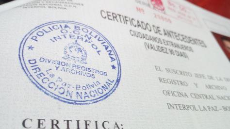 Un certificado de antecedentes de Interpol. Foto: La Razón