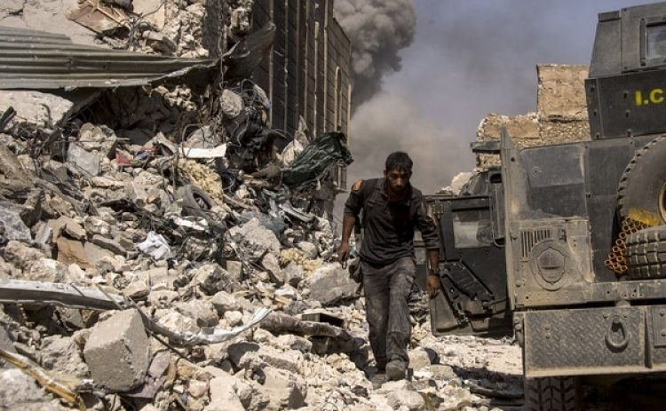 Gran parte de la ciudad, en especial su casco histórico, quedó destruida (AFP)