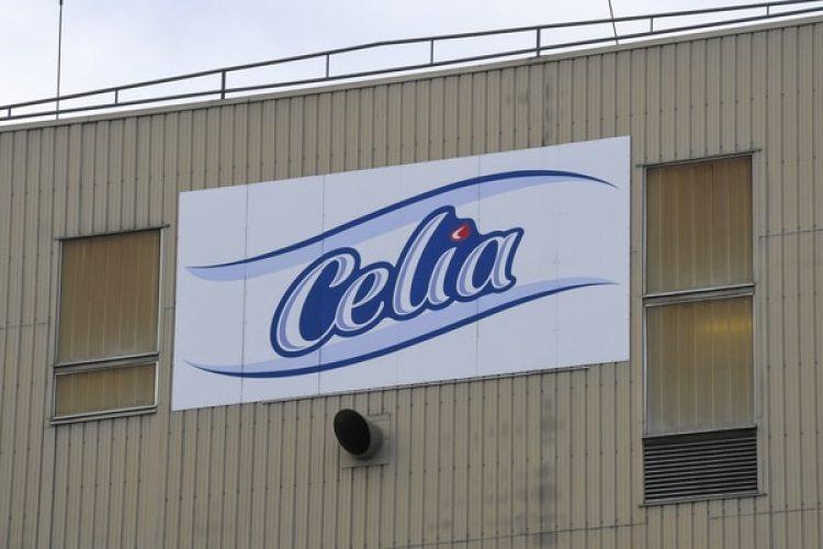 La planta de la empresa que fabrica leche infantil CeliaenCraon, en el oeste de Francia (AFP)