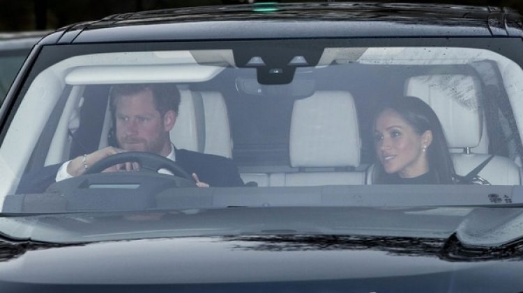 El Príncipe Harry y Meghan Markle al ingresar al Palacio de Buckingham para el almuerzo de Navidad (Grosby Group)