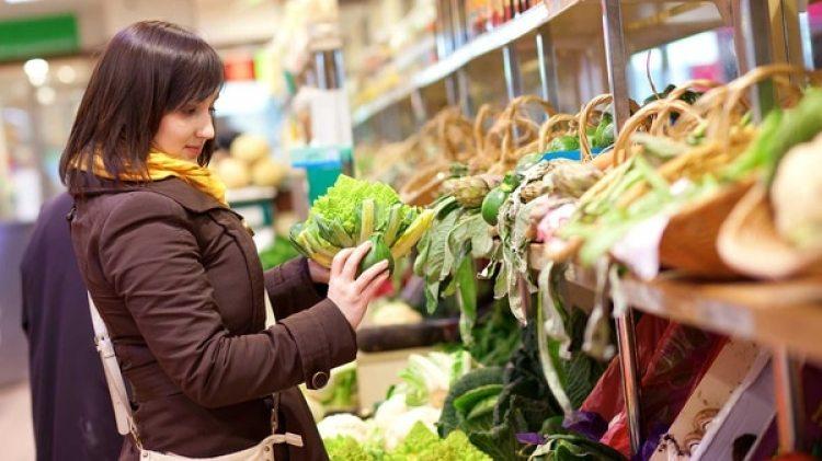 Expertos en el mercado de alimentos avizoran elcrecimiento que representa los latinos que muestran mayor adaptación a la vida en EEUUque la de sus padres y abuelos (Shutterstock)