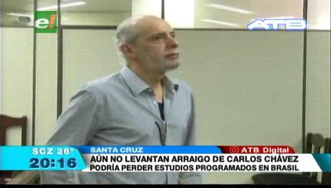 Aún no levantan arraigo de Carlos Chávez