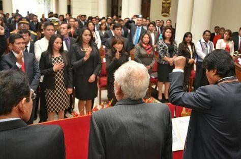 Un grupo de magistrados jura a sus cargos en Sucre.