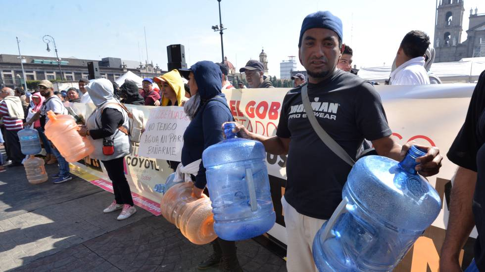 Manifestantes protestan contra la falta de agua el mes pasado.