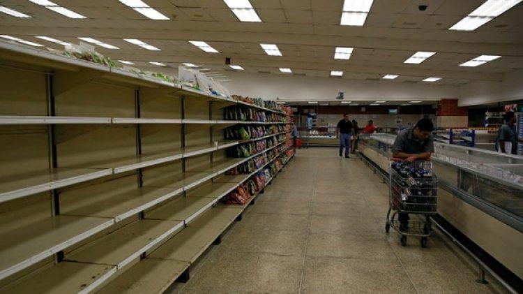 Además de la falta de poder adquisitivo, los venezolanos sufren la peor escasez de la historia del país (Reuters)