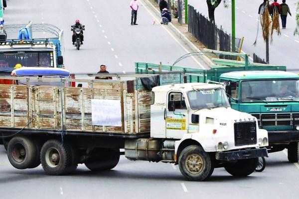 Transporte pesado y de carburantes optan por sumarse al paro