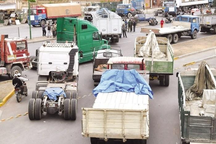 Transporte pesado va al paro con bloqueo y 8 sectores se movilizan