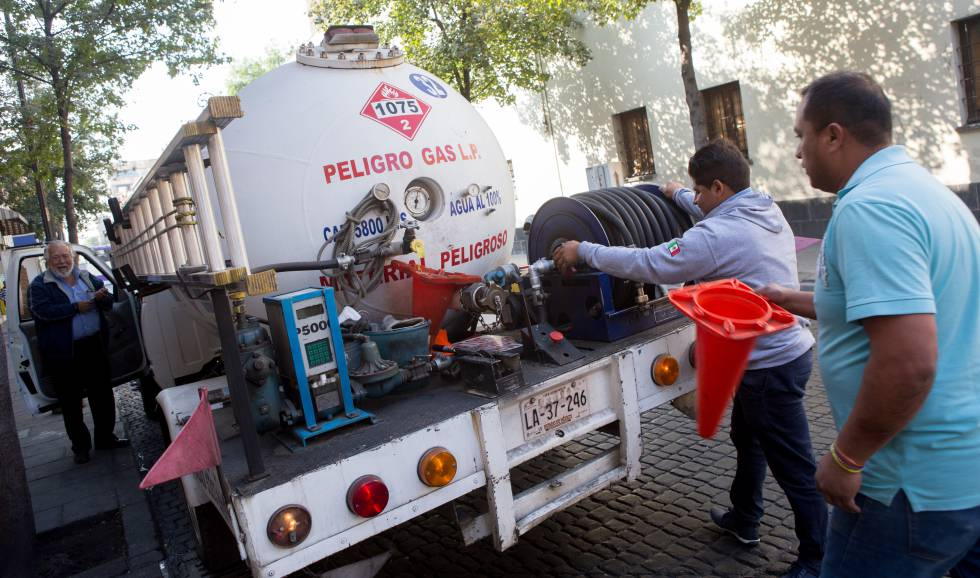 Un camión de transporte de gas LP, uno de los productos que más se han encarecido.