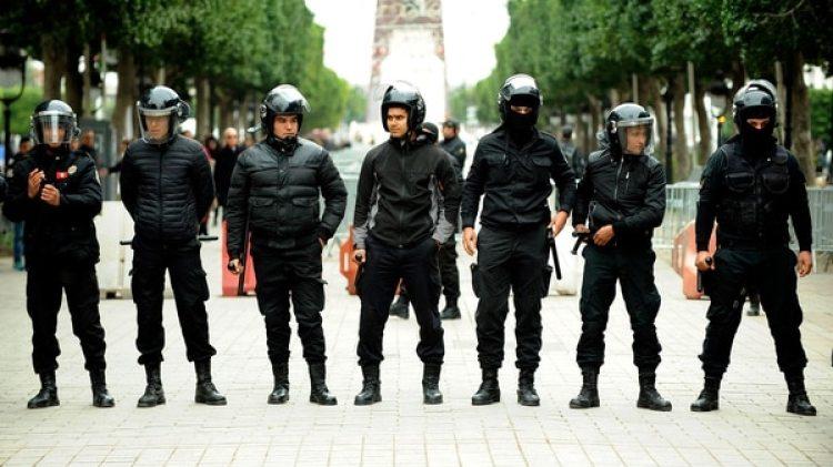En algunas ciudades tunecinas, las protestas fueron reprimidas por la policía (AP)
