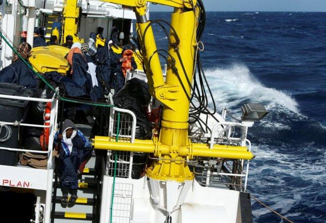 Imagen de archivo de una embarcación rescatista en el Mar Mediterráneo.    REUTERS/Darrin Zammit Lupi