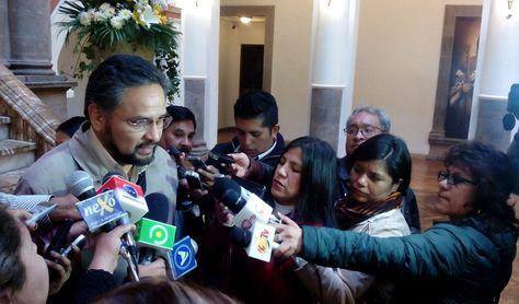 El ministro Alfredo Rada se refiere al paro de la COB en el Palacio de Gobierno. Foto: Ministerio de la Presidencia