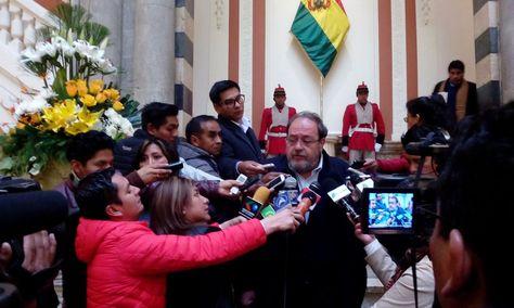 El ministro Aguilar se refiere a la gestión escolar en rueda de prensa en Palacio de Gobierno.