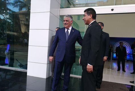 El canciller Huanacuni es recibido en República Dominicana por su homólogo de ese país, Miguel Vargas.