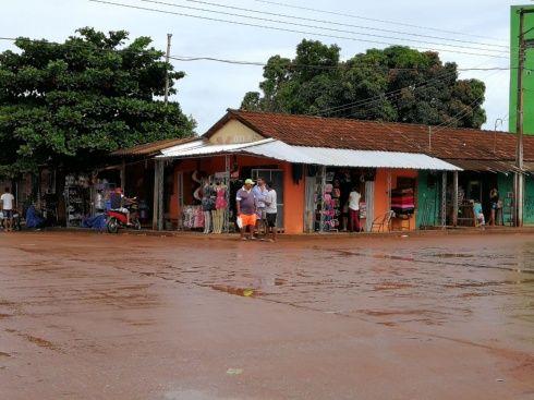 Los matieños acataron a medias el paro. Algunas tiendas abrieron sus puertas/Foto: Juan Pablo Cahuana
