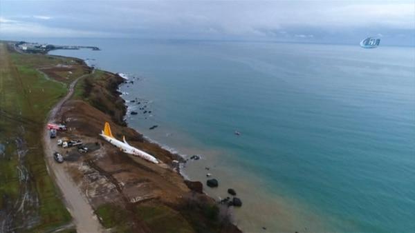 Avión turco con 162 pasajeros cae por un acantilado