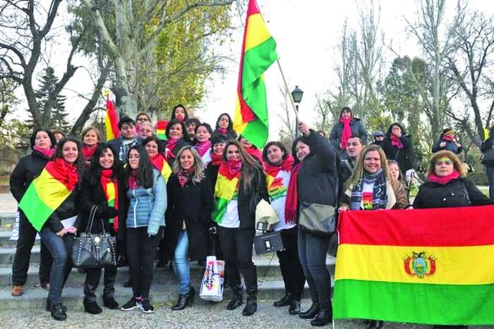Bolivianos en Madrid: los que se van con la patria a cuestas