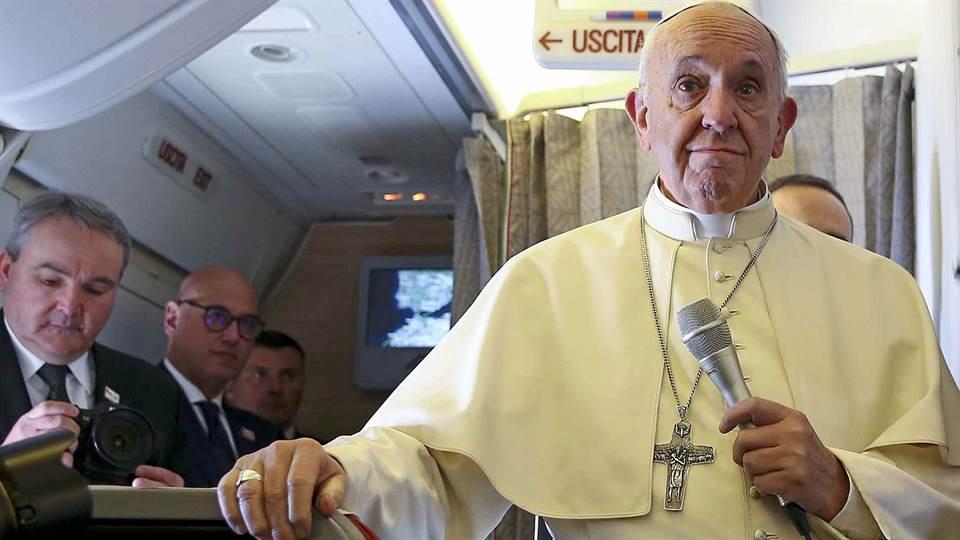 El Papa le envió un mensaje a Mauricio Macri mientras sobrevolaba suelo argentino