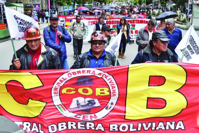 La COB se fortalece y 6 regiones inician paros cívicos y bloqueos