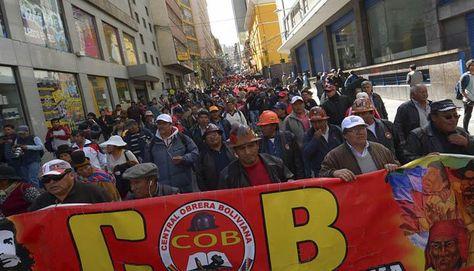 Una anterior marcha de protesta de la COB en La Paz. Foto: APG - archivo