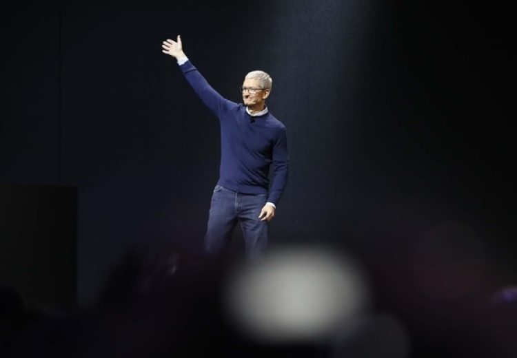 Tim Cook, CEO REUTERS/Stephen Lam