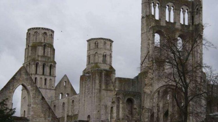 """Una capilla de estilo neogótico será subastada en Francia por """"apenas"""" 5.000 euros"""