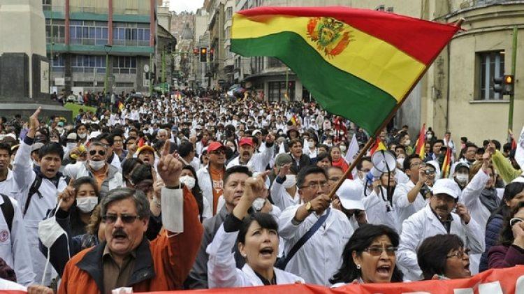 Los médicos bolivianos protagonizaron violentas protestas contra el gobierno de Evo Morales (AFP)