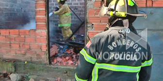Santa Cruz: Incendio consume una casa por un corto circuito