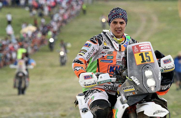 La motociclista española de KTM Laia Sanz en la final de la última etapa del Rally Dakar 2018. Foto: AFP