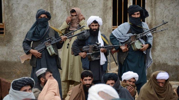 Un grupo de talibanes en Afganistán (AP)