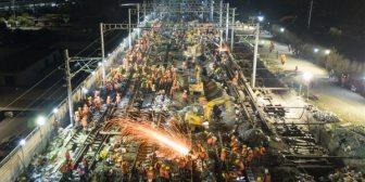 ¡Alta velocidad! 1.500 trabajadores chinos tendieron las vías de una nueva estación de trenes en solo 9 horas