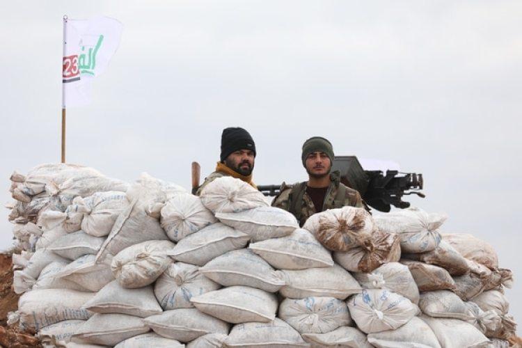 Rebeldes sirios del FSA en sus posiciones antes de avanzar sobre Afrin